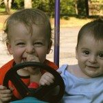 Children_play_in_push_car