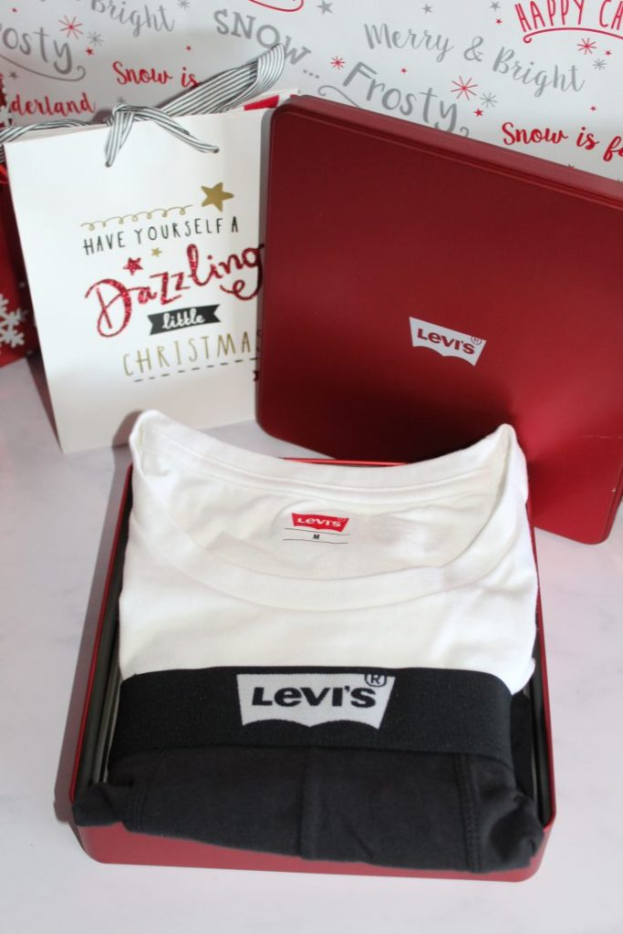 Gift ideas for Adults - Christmas 2018 - Levis T-Shirt And Boxers Set Black